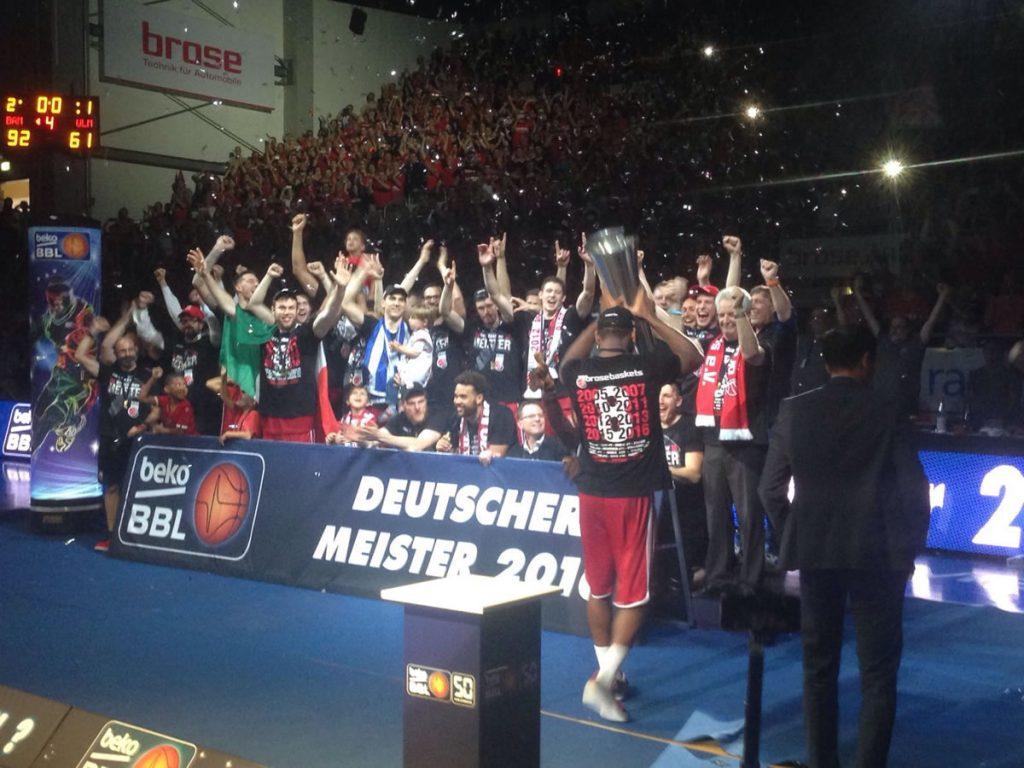 brose-baskets-bamberg-deutscher-meister-2016-7